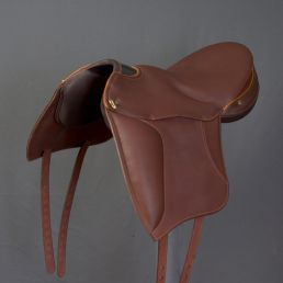 Florac with Saddle FlapFlorac with Saddle Flap